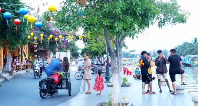 Tourists return to UNESCO-recognised Hoi An after social distancing ends
