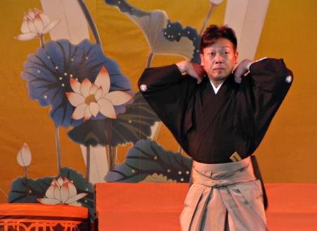 bài múa truyền thống đặc sắc của nghệ sĩ Nhật