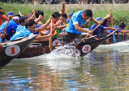 Japanese tourists join boat race in Hoi An - Ảnh minh hoạ 4