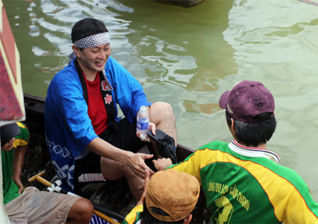 Japanese tourists join boat race in Hoi An - Ảnh minh hoạ 7