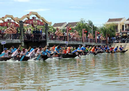 Japanese tourists join boat race in Hoi An - Ảnh minh hoạ 3
