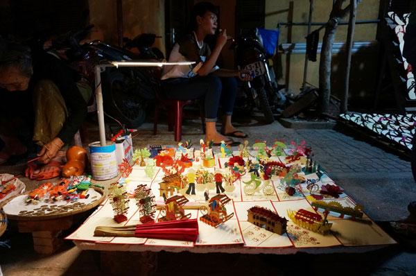 Lang thang với chợ đêm phố Hội 2