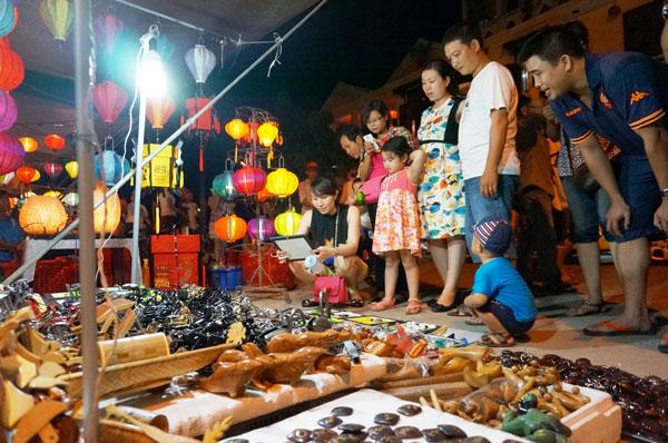 Lang thang với chợ đêm phố Hội 6