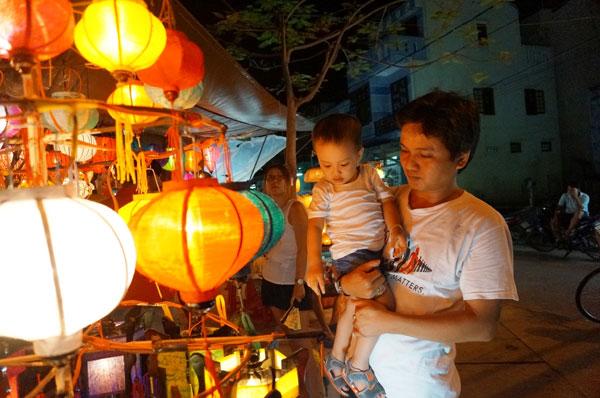 Lang thang với chợ đêm phố Hội 7