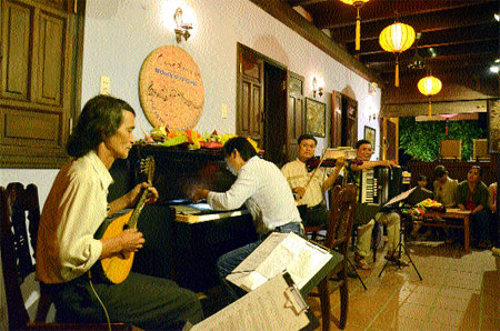 Musicians bring back melodies of old - Ảnh minh hoạ 2