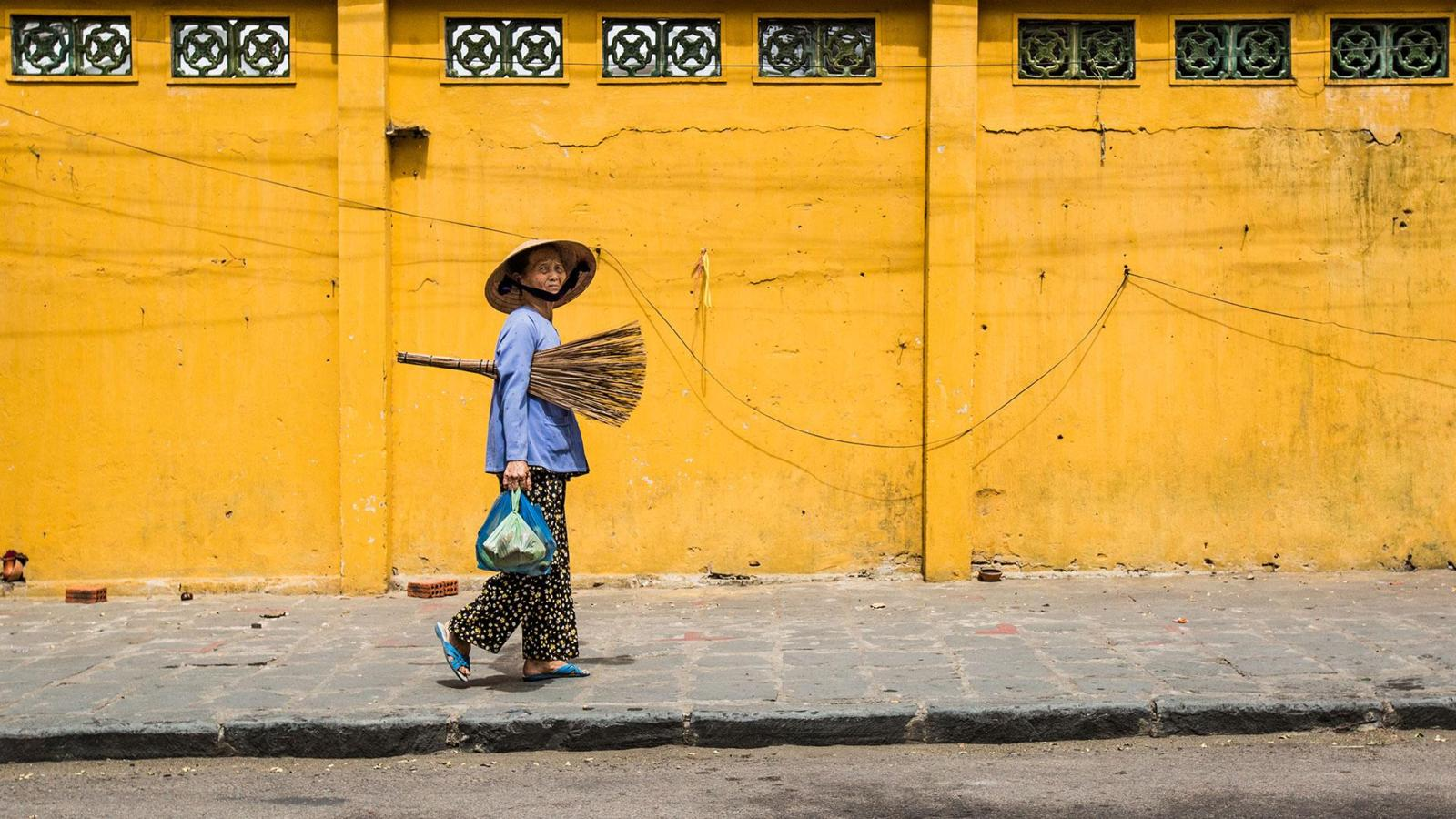 A bewitching town drenched in yellow - Ảnh minh hoạ 5