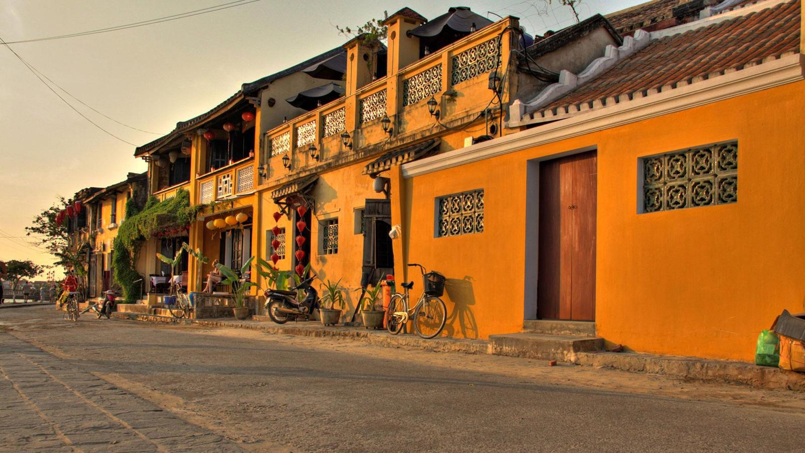 A bewitching town drenched in yellow - Ảnh minh hoạ 4