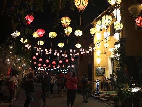 Thả hoa đăng, ngắm đèn lồng rực rỡ trong đêm Nguyên tiêu ở Hội An - Ảnh minh hoạ 3