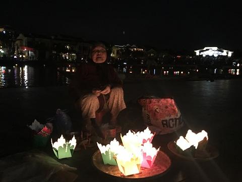 Thả hoa đăng, ngắm đèn lồng rực rỡ trong đêm Nguyên tiêu ở Hội An - Ảnh minh hoạ 12