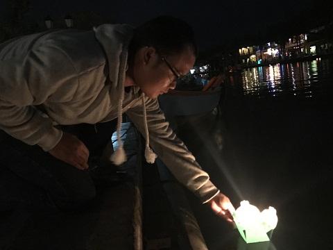 Thả hoa đăng, ngắm đèn lồng rực rỡ trong đêm Nguyên tiêu ở Hội An - Ảnh minh hoạ 11