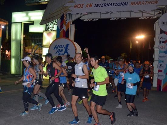 Hơn 1.000 VĐV tham gia cuộc thi marathon quốc tế Hội An 2017