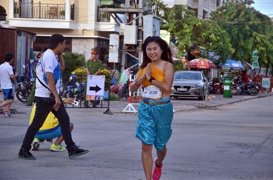 Hơn 1.000 VĐV tham gia cuộc thi marathon quốc tế Hội An 2017 -  4