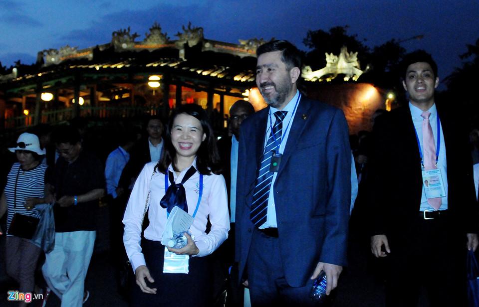 Lãnh đạo Tài chính cấp cao APEC tham quan phố cổ Hội An -  14