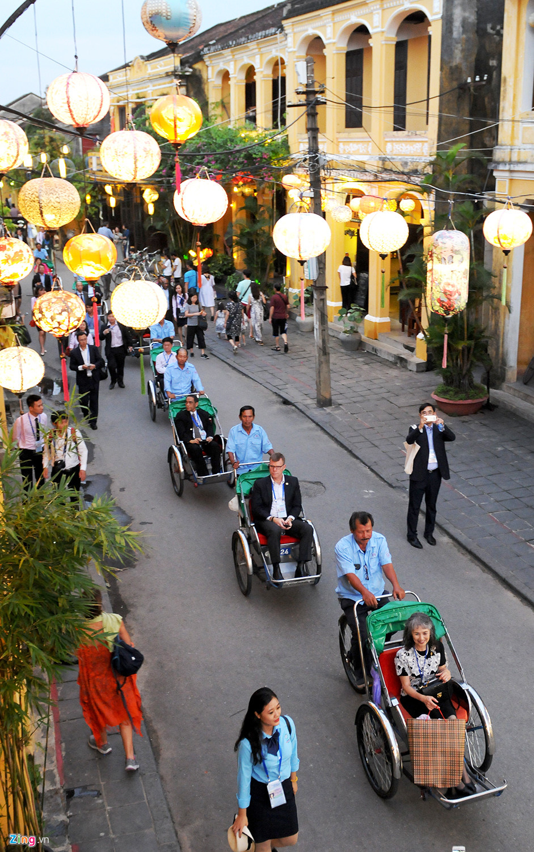 Lãnh đạo Tài chính cấp cao APEC tham quan phố cổ Hội An -  2