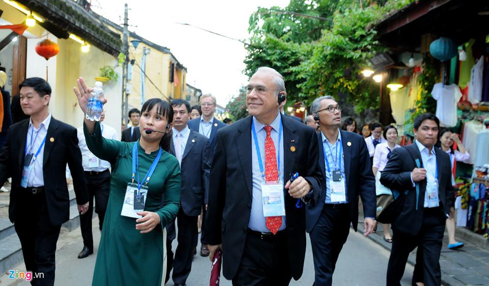 Lãnh đạo Tài chính cấp cao APEC tham quan phố cổ Hội An -  5