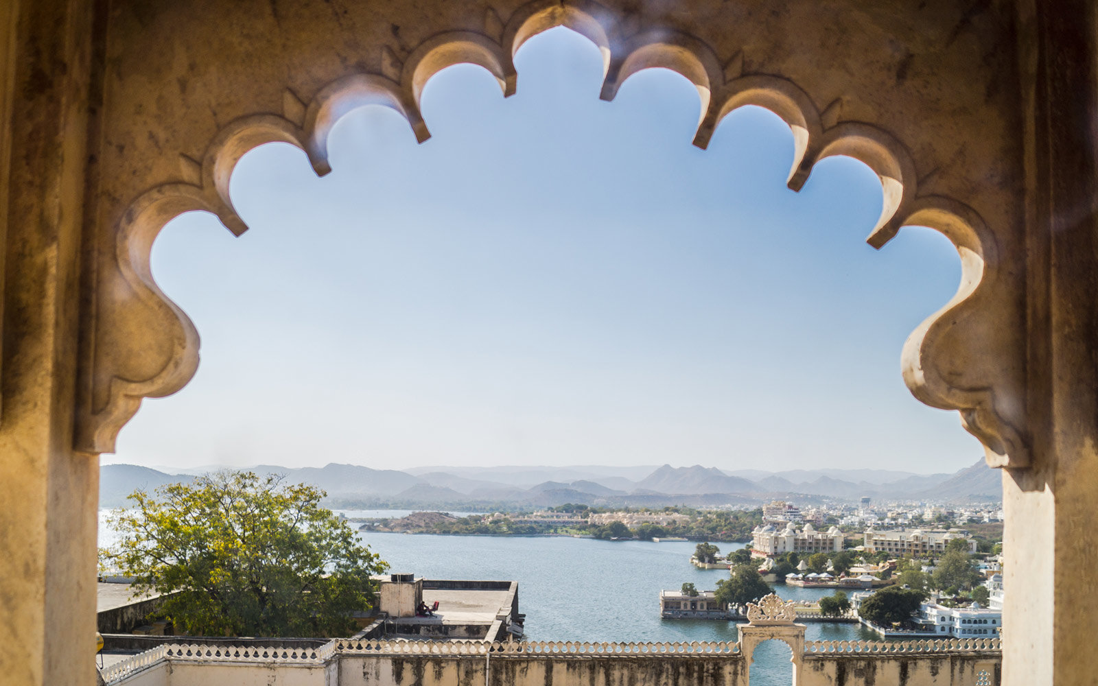 palace and lake pichola udaipur rajasthan india 03 TOPCITIESWB18