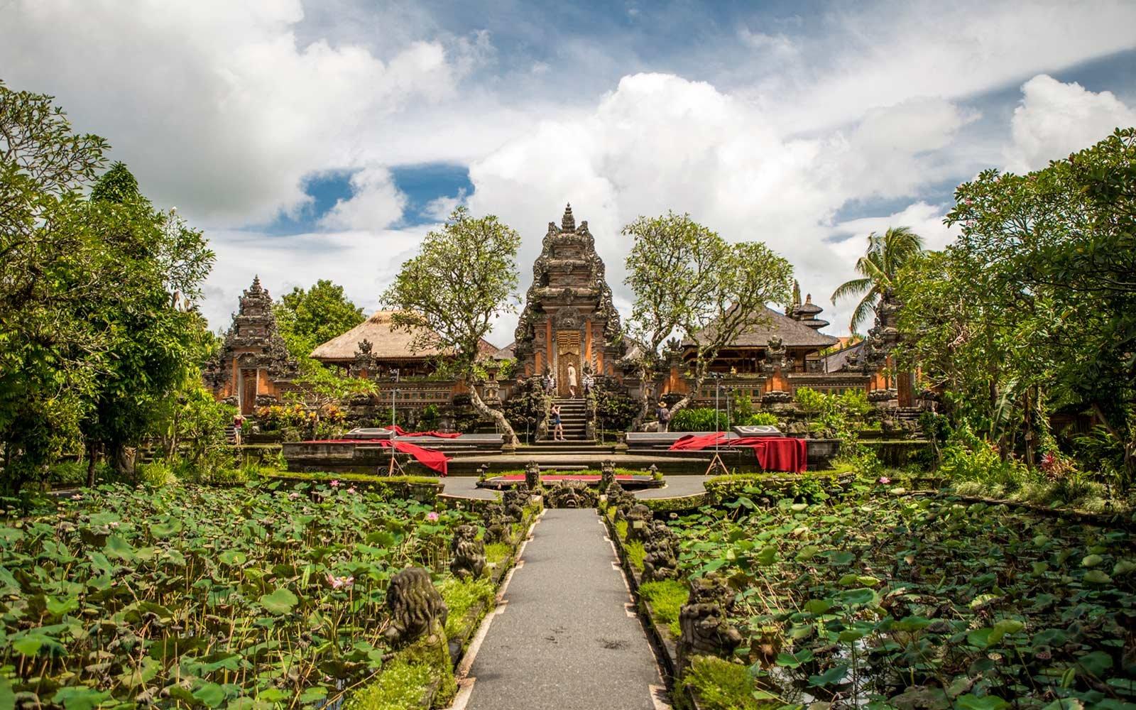 pura=taman saraswati temple ubud indonesia 04 TOPCITIESWB18