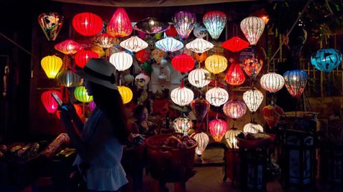 발렌타인데이 관강지 추천: 호이안은 CNN이 투표한 세계에서 가장 로맨틱한 관광지들 중에 하나다.